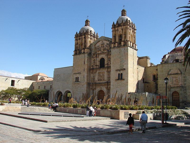 Imagen: Templo de Santo Domingo de Guzmán en Oaxaca. Wikimedia